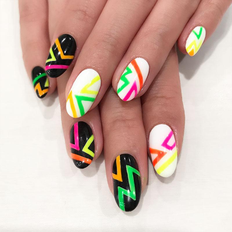 戸塚の美容院ITAL ネイル紹介 colorful-Neon